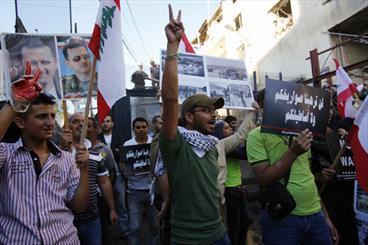 تظاهرات ضد جنگ از نیویورک تا بیروت ، تصویر اوباما به آتش کشیده شد