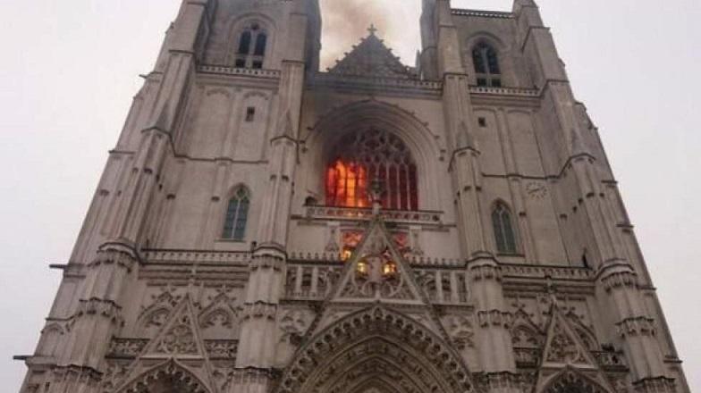 یکی از میراث تاریخی فرانسه در آتش سوزی کلیسا نانت به طور کامل نابود شد