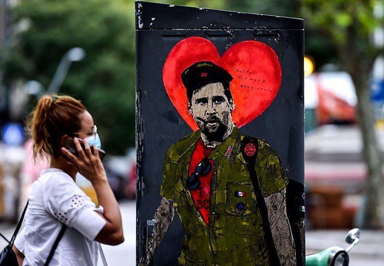 مسی رکورد کرونا را شکست؛ مرد آرژانتینی با کیف انگلیسی در خیابان های بارسلونا