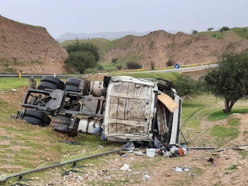 واژگونی تریلر در جاده سروآباد یک کشته برجای گذاشت