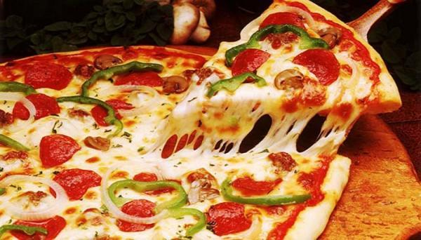 طرز تهیه پیتزا سوسیس و کالباس با فر و بدون فر