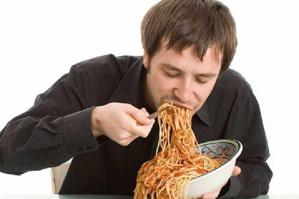 آشنایی با عوارض تند غذا خوردن برای بدن