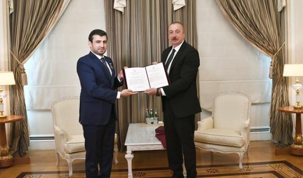 رئیس جمهور آذربایجان به داماد اردوغان نشان افتخار داد خبرنگاران
