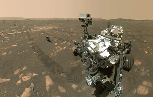 مریخ نورد پشتکار سلفی دوتایی خود با بالگرد نبوغ را به اشتراک گذاشت