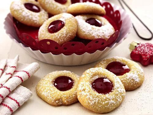 ضیافت شیرینی های نو نوروزی