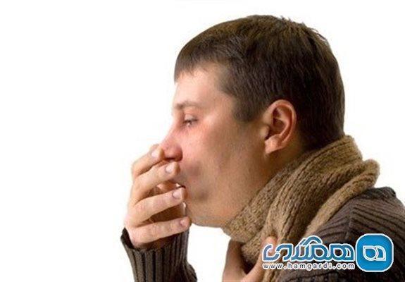 سرفه های خشک از علائم شایع کرونا در بیماران بالغ هستند
