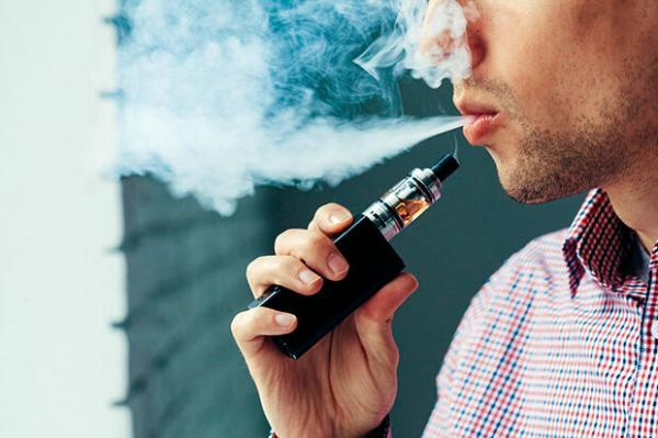 استفاده از سیگارهای الکترونیکی از سیگار کشیدن سالم تر است؟